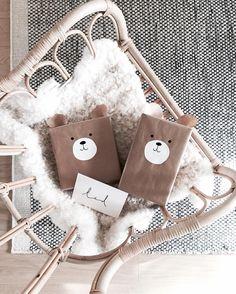 """55 gilla-markeringar, 11 kommentarer - Evelina Blomquist Cedhag (@evelinacedhag) på Instagram: """"Nu tar vi med de här två och åker på 1-års kalas! """" Presenter, Burlap, Celebration, Birthdays, Wraps, Reusable Tote Bags, Packaging, Party, Instagram Posts"""