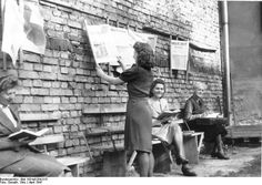 During the Second World War many buildings in Berlin were demolished. In 1947 large parts of the city still had to be rebuild. A librarian set up a reading garden (Lesegarten) in Pankow, where one could read newspapers. It was located at the Breite strasse 22, near Burgerpark Pankow.