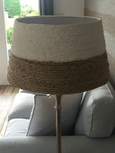 Lampenkap met dik touw omwikkelen en verven in gewenste kleur!