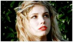 Skins->Cassie Ainsworth.. in a world of her own.