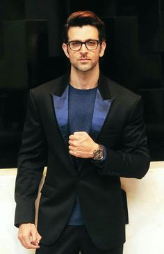 new top ten handsome hero Hrithik Roshan pictures - Life is Won for Flying (wonfy) Indian Men Fashion, Mens Fashion Suits, Men's Fashion, Fashion Tips, Arabian Men, Hrithik Roshan Bang Bang, Hrithik Roshan Hairstyle, Most Handsome Actors, Sr K