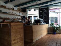 """Lieu : """"Back To Black Coffee"""" /// Adresse : Weteringstraat 48, Amsterdam /// Horaires : 10h-18h tous les jours /// Description : Café Design /// Importance : 6/10"""
