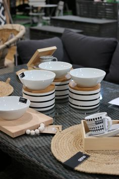 White Wood, Kitchen Accessories, Utensils, Bobs, Console, Plates, Dining, Tableware, Recipes