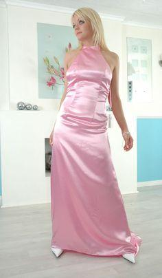 Fabulous Dresses, Beautiful Dresses, Nice Dresses, Beautiful Ladies, Satin Gown, Satin Skirt, Silk Evening Gown, Evening Dresses, 15 Dresses