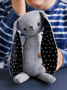 Kuscheltier-Hase nähen - Knitting For Kids Crochet Bunny Pattern, Baby Knitting Patterns, Sewing Patterns, Rabbit Toys, Bunny Toys, Bunny Bunny, Stuffed Animal Patterns, Diy Stuffed Animals, Sewing Projects For Kids