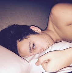 Austin Mahone 'All I Wanna Do Is Write Great Music And Travel The World' + Shirtless In Bed - http://oceanup.com/2015/01/02/austin-mahone-all-i-wanna-do-is-write-great-music-and-travel-the-world-shirtless-in-bed/
