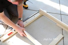 How to build a white modern desk with miter saw and kreg jig 1 Woodworking Tool Cabinet, Woodworking Hand Tools, Woodworking Ideas, Diy Wooden Projects, Wooden Diy, Diy Wood Desk, Diy Desk, Modern White Desk, Miter Saw Reviews