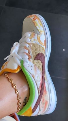 Swag Shoes, Lit Shoes, Crazy Shoes, Me Too Shoes, Look Fashion, Fashion Shoes, Street Fashion, Sneakers Fashion, Fashion Women