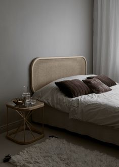 schlafzimmer // bedrooms The Beautiful Home of Finnish Interior Stylist Susanna Vento TV Wall Mount Stylish Bedroom, Interior Stylist, Retro Home Decor, Bedroom Vintage, Awesome Bedrooms, Home Decor Bedroom, Bedroom Ideas, Diy Bedroom, Master Bedroom
