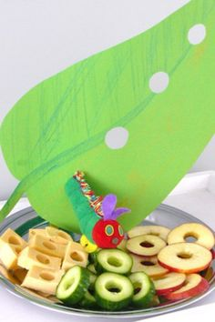 very hungry caterpillar party. Use awesome kids books as theme for kids room or parties! Hungry Caterpillar Activities, Hungry Caterpillar Party, Caterpillar Craft, Birthday Treats, 1st Birthday Parties, Food Humor, Cute Food, Food Art, Kids Meals