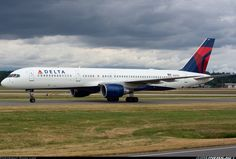 Delta Air Lines Boeing 757-232 at Vancouver, British Columbia Canada.  Into YVR from ATL, now off to SLC...