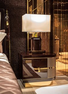 Diamond Bedroom www.it Italian luxury bedside table with lamp - Luxury Interior