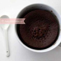 Chocolate mug cake - takes 5 mins to make! Microwave Chocolate Cakes, Microwave Cake, Chocolate Mug Cakes, Chocolate Desserts, Mug Recipes, Sweet Recipes, My Favorite Food, Favorite Recipes, Tupperware Recipes