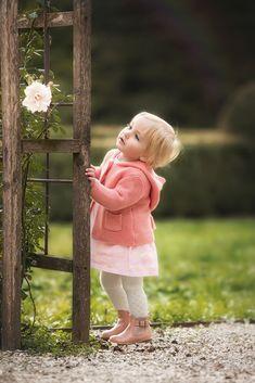 Ideas for baby fotos cameras Cute Little Girls, Cute Baby Girl, Cute Kids, Cute Babies, Nice Girl, Precious Children, Beautiful Children, Beautiful Babies, Cute Baby Pictures