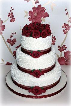 Trendy Wedding Cakes Burgundy Maroon – Wedding Cakes With Cupcakes Cream Wedding Cakes, Wedding Cake Roses, Beautiful Wedding Cakes, Gorgeous Cakes, Pretty Cakes, Wedding Cake Toppers, Rose Wedding, Dream Wedding, Burgundy Wedding Cake