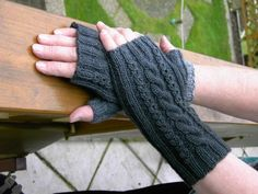 Crochet Mittens, Knit Crochet, Bullet Journal Lists, Cable Knitting Patterns, Fingerless Gloves Knitted, Blogger Themes, Arm Warmers, Sewing Projects, Handmade