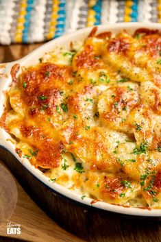 Delicious Cheesy Leek and Potato Bake - easy to make and perfect to enjoy as a side dish or even a main course. Gluten Free, Vegetarian, Slimming World and Weight Watchers friendly Slimming World Vegetarian Recipes, Slimming Recipes, Healthy Recipes, Vegetarian Main Meals, Vegetarian Main Course, Vegetarian Lifestyle, Healthy Options, Asian Recipes, Healthy Snacks
