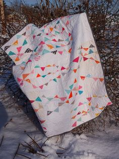 Waffle Kisses: Do. Good Stitches Waving Pennants Quilt. Finished!