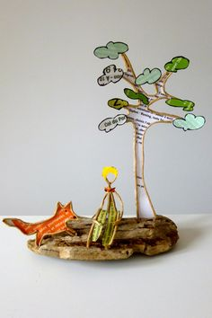 Petit garçon au renard - figurine en ficelle et papier
