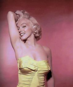 Vintage Pinups - oh the beauty she has
