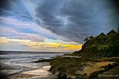 Thunderstorm forming over the NSW/QLD border yesterday afternoon #thunderstorm #forming #nsw #queensland #border #duranbah #snapperrocks #dark #force #nature #discovergoldcoast #discoverqueensland #discoveraustralia #visitgoldcoast #visitaustralia #landscapephotography #landscape #photography #canon #canon_official #goldcoastbulletin by jac_martini