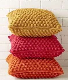 For the upcoming winters you can create lovely 18 Beautiful Free Crochet Pillow & Cushion with free patterns available here. Juts improve your crochet skills a little more and start making your very own customized crochet pillows and cushions. Crochet Pillow Cases, Crochet Pillow Patterns Free, Knitting Patterns Free, Free Pattern, Shawl Patterns, Sewing Patterns, Crochet Bobble, Bobble Stitch, Crochet Baby
