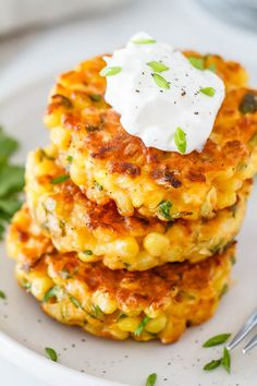 Corn Fritters Recipe - Crispy on the edges, soft in the middle and so delicious, a great side dish for a host of dinners! : Corn Fritters Recipe - Crispy on the edges, soft in the middle and so delicious, a great side dish for a host of dinners! Dinner Side Dishes, Dinner Sides, Side Dishes Easy, Vegetable Side Dishes, Side Dish Recipes, Vegetable Recipes, Vegetarian Recipes, Cooking Recipes, Healthy Recipes