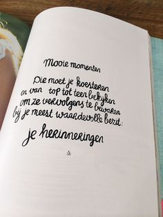 mooiemomenten Citation Souvenir, Wise Men Say, Mind Thoughts, Bible Text, Dutch Quotes, Kindness Quotes, Memories Quotes, Graphic Quotes, Sweet Words