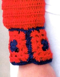 Los colores del verano están plasmados en este saco, muy fácil de tejer. Simpleza en las formas y originalidad en el diseño de escote y ...