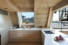 Cette résidence en forme de A est le résultat d'une conversion d'architecture délivrée par un studio basé à New York, Bromley Caldari Architects. Les conce