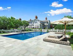 Pool Design. Beautifull, classic pool design on a Hamptons' mansion. #Pool #PoolDesign #ClassicPoolDesign