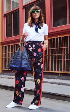 Musa do estilo: Megan Ellaby - Guita Moda Fashion Pants, Girl Fashion, Fashion Outfits, Danish Street Style, Floral Pants Outfit, Two Piece Pants Set, Wholesale Clothing, Shoes Wholesale, Urban Fashion