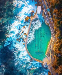 Go to Bronte Baths in Sydney, Australia to immerse yourself in the cool water of the pool right in the middle of the vast sea. Perth, Brisbane, Melbourne, Beach Pool, Beach Fun, Beach Trip, Beautiful Sunrise, Beautiful Beaches, Bronte Beach