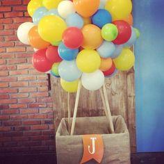 Festa pronta e lindaaaaa!!!! Niver tema baloeiro!!! #caprieventos #festabaloeiro #aniversarioinfantil #festabalao
