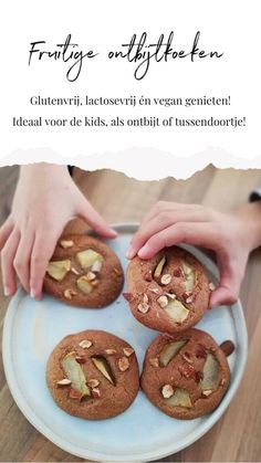 Gluten-free Gingerbread with a fruity character - Oh My Pie! Healthy Vegan Snacks, Vegan Sweets, Healthy Sweets, Healthy Baking, Vegan Desserts, Gluten Free Recipes, Low Carb Recipes, Baking Recipes, Cookie Recipes