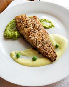 Macrou cu piure de mazare si sos de lamaie | Foodieopedia Risotto, Ethnic Recipes, Food, Salads, Meal, Essen, Hoods, Meals, Eten