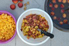 Domače breskve pripravljene da postanejo marmelada. #sadež 3. 7. 2014