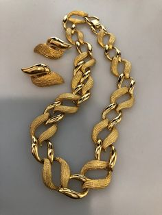 Vintage NAPIER SET Choker Necklace Clip On Earrings Smooth & Textured Gold Plated Metal Napier Jewelry Set Designer Jewelry Vintage Jewelry Cute Jewelry, Boho Jewelry, Jewelry Sets, Antique Jewelry, Jewelry Bracelets, Vintage Jewelry, Jewelry Accessories, Jewelry Design, Fashion Jewelry