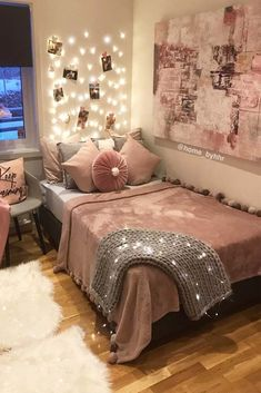 Cozy Teen Bedroom With A Platform Bed. Need some teen bedroom ideas for girls? Check out different cheap and more expensive decorations styles: boho, vintage, modern, cozy, minimalist, etc. #teenbedroom #teenbedroomideas #teenbedroomideasforsmallroom #glaminati #lifestyle