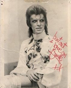 "As Bowie says.""Beat out and Love on ! David Bowie Born, David Bowie Starman, David Bowie Ziggy, Ziggy Played Guitar, Mick Ronson, The Thin White Duke, Major Tom, Rock N Roll Music, Ziggy Stardust"