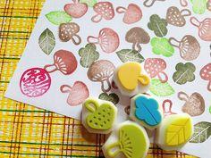 Pilz-Stempel. Waldland Hand geschnitzte Stempel. Gemüse-Briefmarke. 3 Pilze/2 Blätter. Herbst-Craft-Projekte. Satz von 5