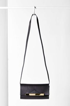 Chic and minimal - small messenger style cross body bag, has detachable strap so you can use as a clutch! (Bing Bang for UO)