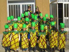 "Carnaval 2010 "" Fruites"" - Escola Llibertat - Pinyes Fruit Costumes, Diy Costumes, Halloween Costumes, Autumn Activities, Activities For Kids, Crafts For Kids, Preschool Displays, Carnival Crafts, Fruit Of The Spirit"