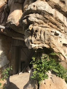 Artificial Rocks, Fake Rock, Decorative Concrete, Rock Formations, Cool Walls, Stone Art, Museums, Mount Rushmore, Parks