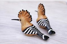 Hoopoe figurine, made from resin and carefully painted with acrylic paints and finished with glossy water-based varnish. You will receive one of the birds seen in the second and third picture. Size: • length: 8 cm / 3.2″ • width: 2.5 cm / 1″ • height: 4.5 cm / 1.8″ Not suitable for children