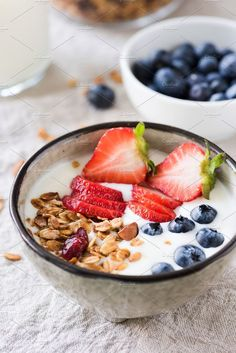 Healthy Recipes Yogurt with granola, strawberries and blueberries in bowl by The baking man on Healthy Travel Snacks, Healthy Meals For One, Healthy Salad Recipes, Healthy Foods, Healthy Eats, Baked Breakfast Recipes, Breakfast Bowls, Breakfast Ideas, School Breakfast