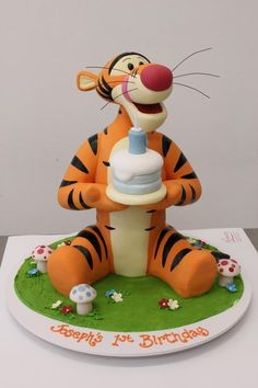 Cake Wrecks - Home - Sunday Sweets Goes Looking For Pooh - Tigger is my favorite - made by Handi's Cakes Baby Cakes, Cupcake Cakes, Beautiful Cakes, Amazing Cakes, Cumpleaños Lady Bug, Tiger Cake, Winnie The Pooh Cake, Friends Cake, Fantasy Cake