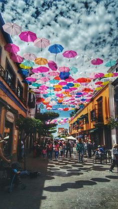 See 485 photos and 111 tips from 6787 visitors to Andador Tlaquepaque. Vacation Places, Places To Travel, Places To See, Places Around The World, Around The Worlds, Mexico Art, Visit Mexico, Beautiful Places To Visit, Mexico Travel