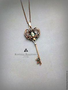 """Кулон wire wrap """"Key to the heart"""" из меди. Handmade."""