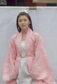 Korean Traditional, Traditional Fashion, Traditional Outfits, Dong Yi, Empress Ki, Ha Ji Won, Korean Drama Movies, Korean Dress, Medieval Dress